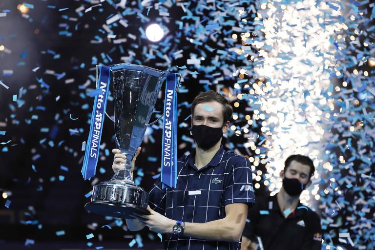 Medvedev vence Thiem e conquista o ATP Finals pela 1ª vez