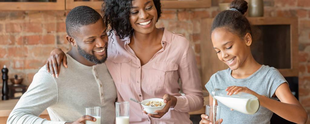 Nutricionistas recomendam consumo de duas a três porções diárias de leite e derivados na alimentação de uma criança