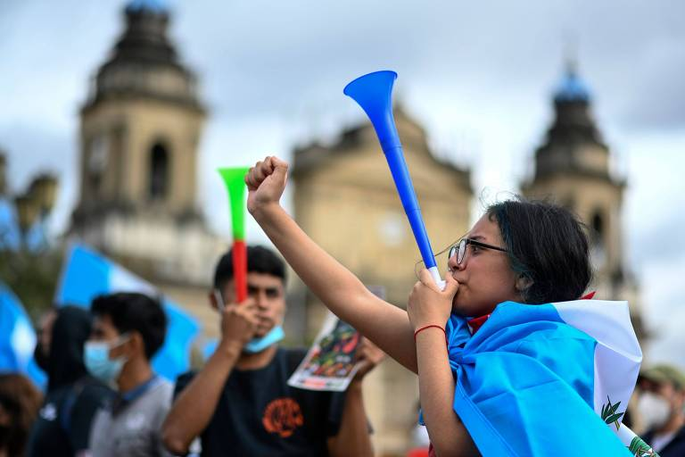 Manifestantes pedem a renúncia do presidente da Guatemala, Alejandro Giammattei, na capital do país
