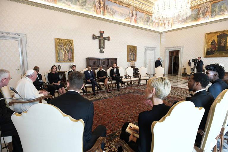 Jogadores da NBA se reúnem com papa Francisco para discutir justiça social