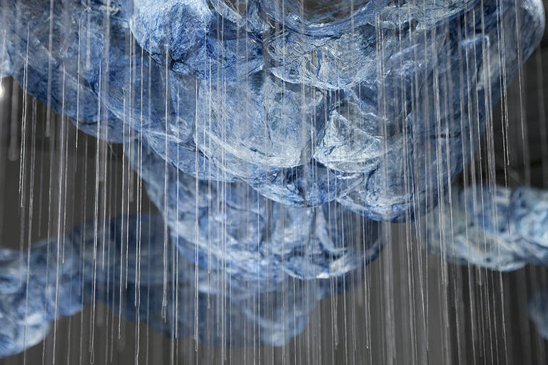 Detalhes de nuvem azul feita de seda