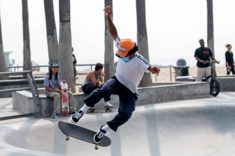 Cidades nos EUA abrem parques de skate no momento em que pandemia valoriza espaços abertos
