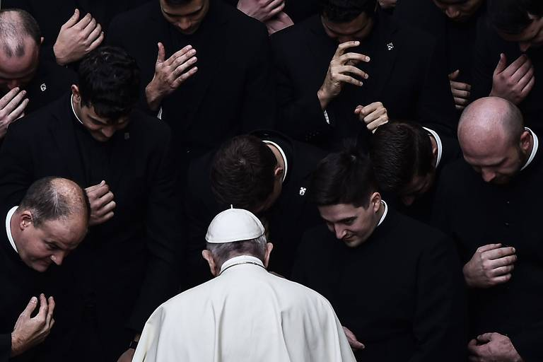 Pela 1ª vez, papa Francisco se refere a uigures, minoria muçulmana na China, como 'povo perseguido'