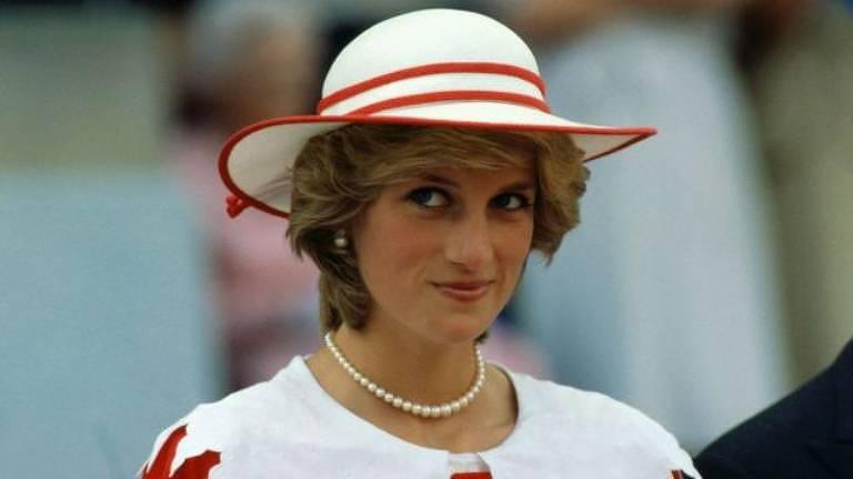 Escritoras fascinadas pela família real britânica abordam estranhezas sobre a realeza