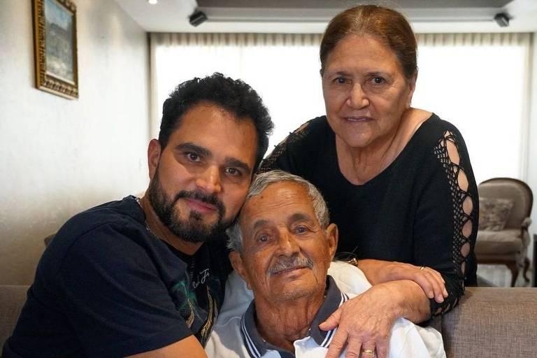 Luciano Camargo com os pais Seu Francisco e Dona Helena Camargo