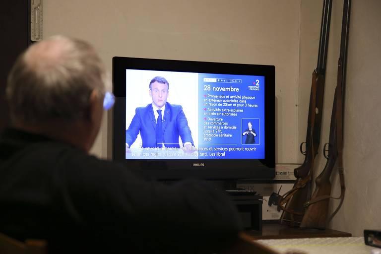 Macron reabre lojas e diz que franceses poderão viajar nas festas do fim do ano