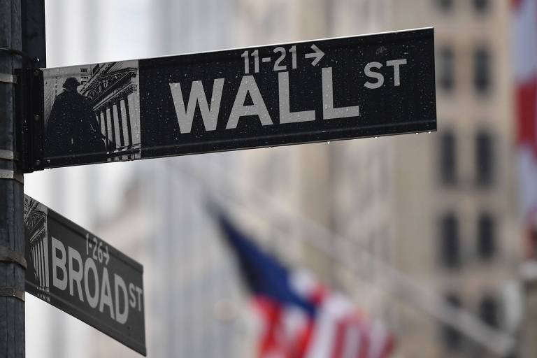 Placa sinaliza a The Wall Street, em Nova York