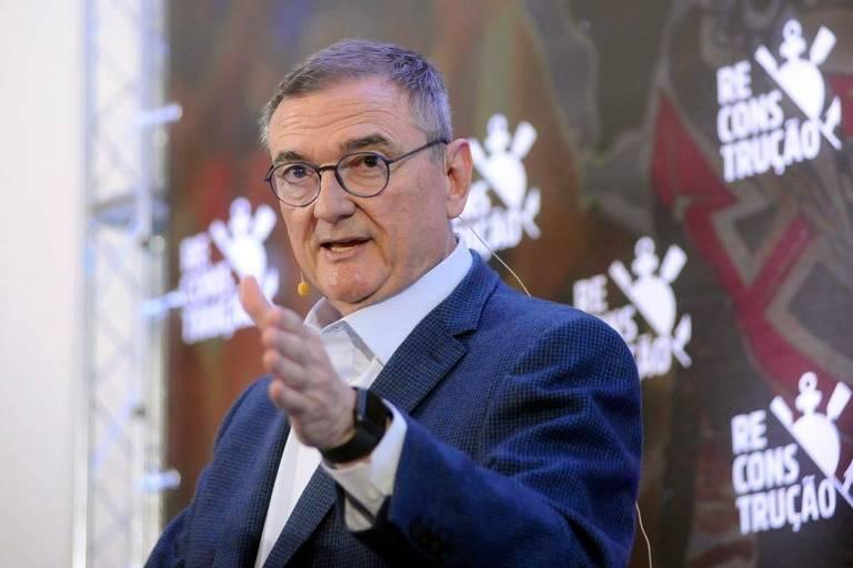 Ex-presidente do Corinthians Mario Gobbi em campanha para voltar ao cargo no clube