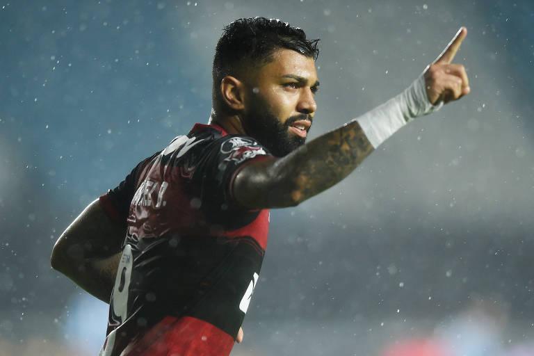 Gabigol comemora gol pelo Flamengo contra o Racing