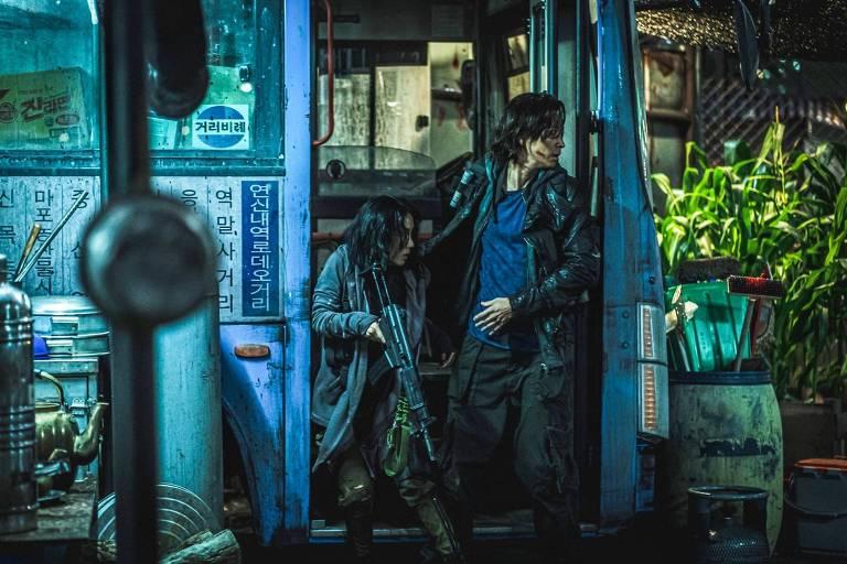 """Cena de """"Invasão Zumbi 2: Península"""" (2020), de Sang-Ho Yeon"""
