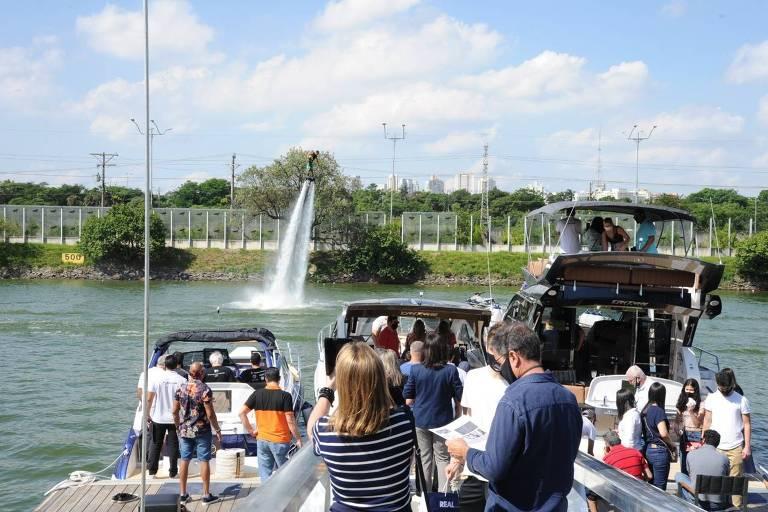 Feira de barcos de luxo aconteceu na raia olímpica da USP