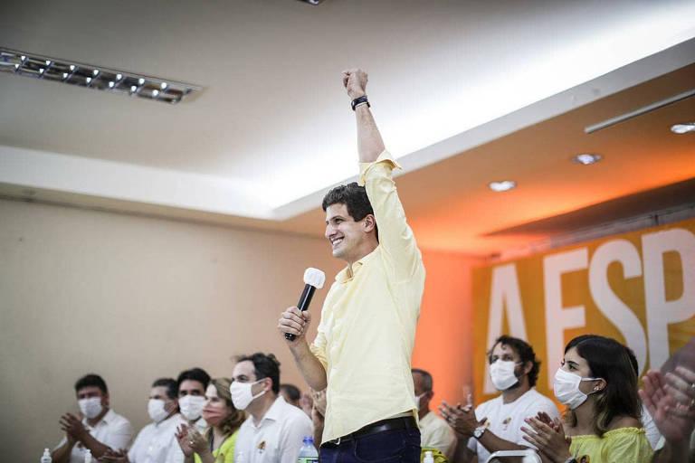 Com disputa acirrada, servidores da Prefeitura do Recife são convocados a fazer campanha para João Campos