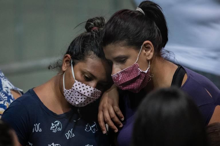 Vítimas de acidentes no interior de SP são enterradas durante a madrugada