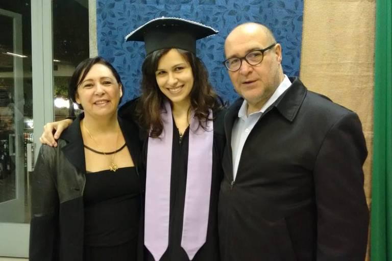 Carlos Fuser (1958-2020) com a filha Beatriz e a atual esposa, Márcia