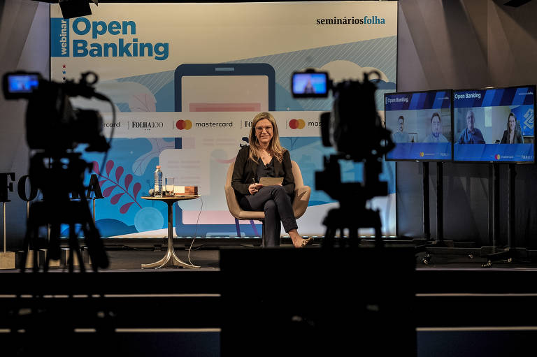 Transmissão do seminário sobre open banking, que reuniu representantes de bancos, fintechs, varejo e universidade; Alexa Salomão, editora de Mercado, foi a mediadora do evento