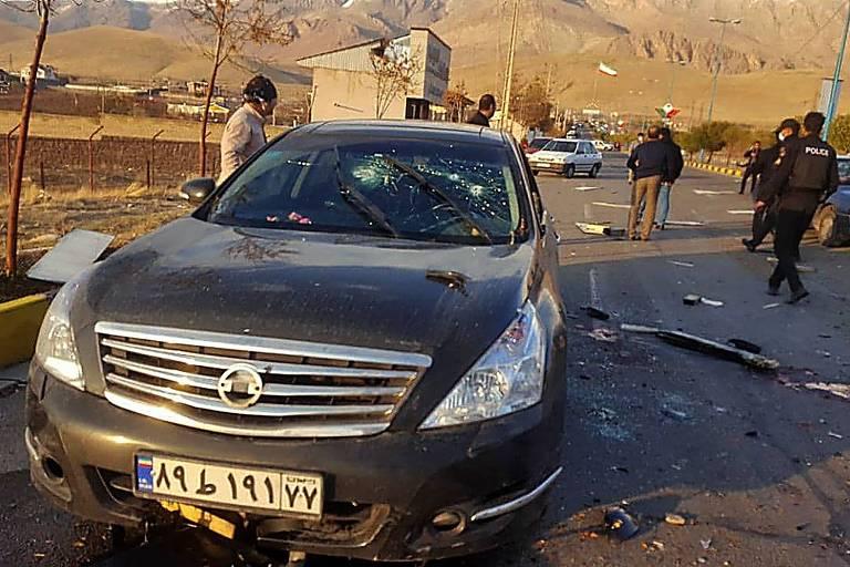 Imagem da TV iraniana mostra o carro de Mohsen Fakhrizadeh após o ataque perto de Teerã