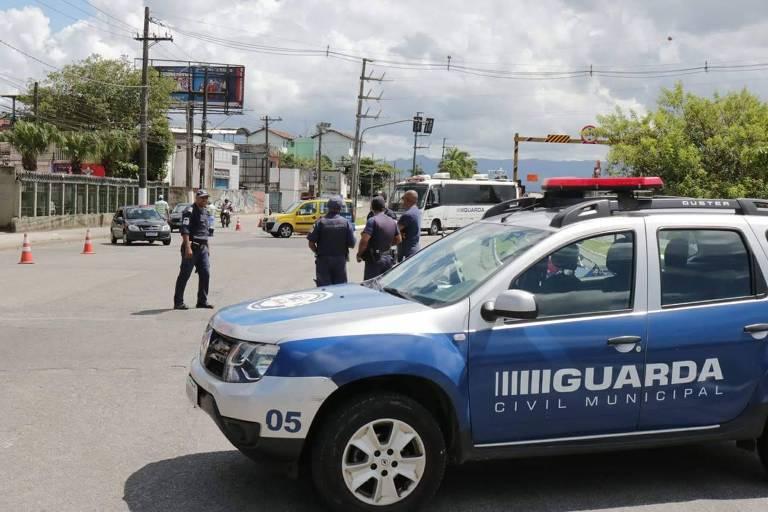 Santos promete barrar vans e ônibus para impedir lotação de praias
