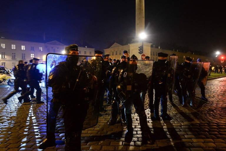 Proposta para proibir gravação de policiais fica em xeque após agressão na França