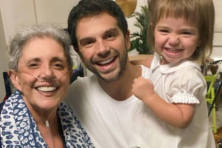Leda Nagle recebe alta e posta foto com o filho, Duda Nagle, Sabrina Sato e Zoe