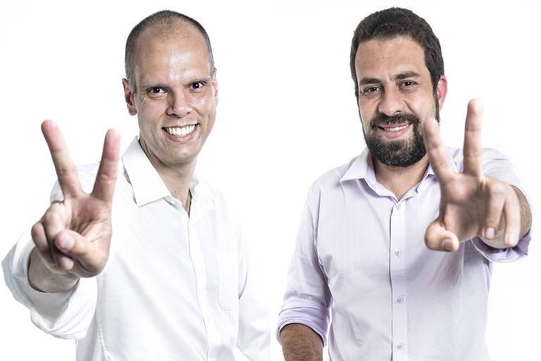 Em fotos separadas, os candidatos Bruno Covas e Guilherme Boulos fazem o V da vitória