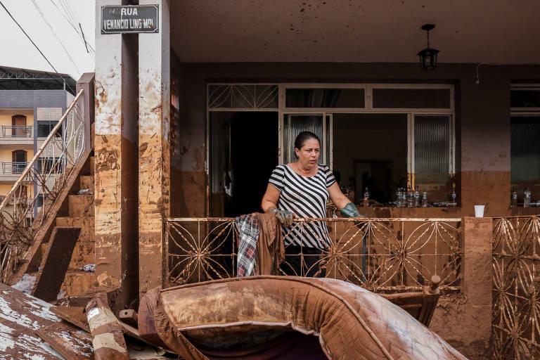 O escritor e ativisra Ailton Krenak participa do lançamento do livro, livro 15:30,  da fotógrafa Isis Medeiros, que registra o dia seguinte ao do rompimento da barragem de Mariana, em 2015