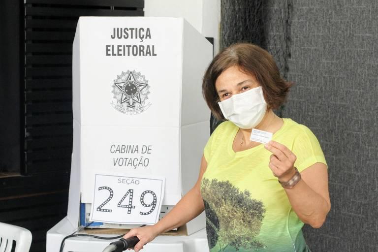 Claudia Rodrigues vota no segundo turno no Rio de Janeiro