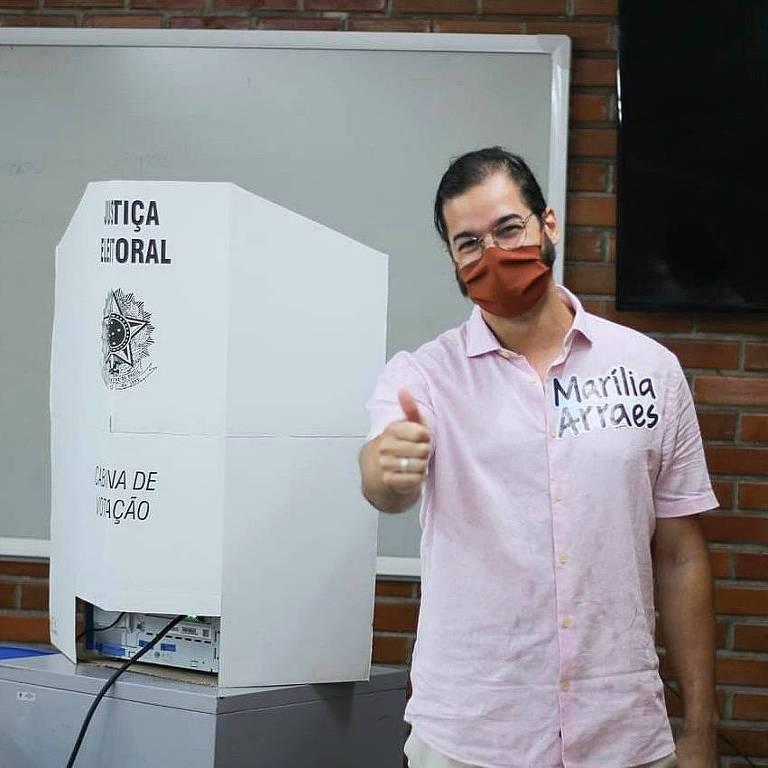 Túlio Gadêlha vota no segundo turno das eleições municipais no Recife, Pernambuco