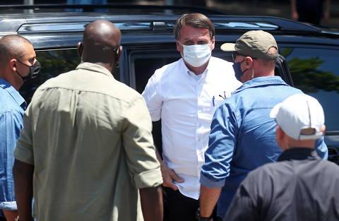 Sem provas, Bolsonaro volta a questionar segurança da urna eletrônica