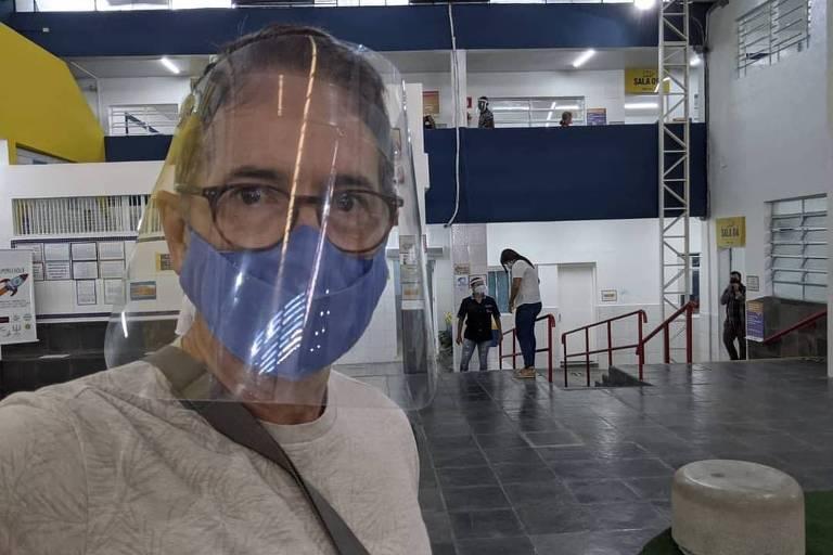 O jornalista Carlos Tramontina vota no segundo turno das eleições municipais em São Paulo