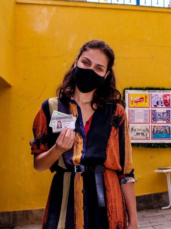 Na manhã deste domingo, a atriz Paloma Bernardi votou para prefeito pelo 2° turno das eleições municipais. A atriz vota em um colégio no bairro do Tremembé zona norte de SP
