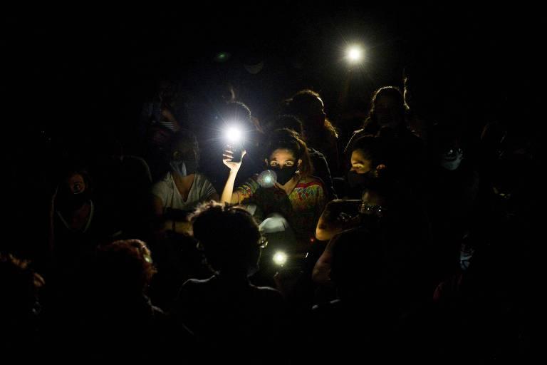 Manifestantes põem fim a raro protesto em Cuba após autoridades aceitarem dialogar