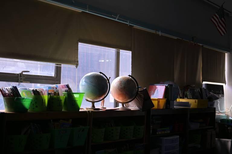 Sala de aula vazia na escola Yung Wing, em Nova York