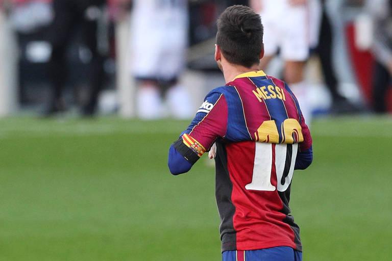 Presente de colecionador, camisa de Maradona foi resposta de Messi a críticas