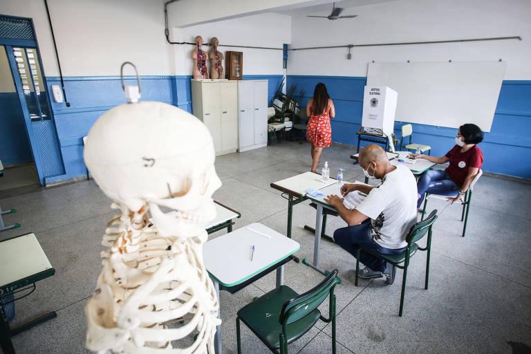 Votação na Escola Estadual Irmã Charlita