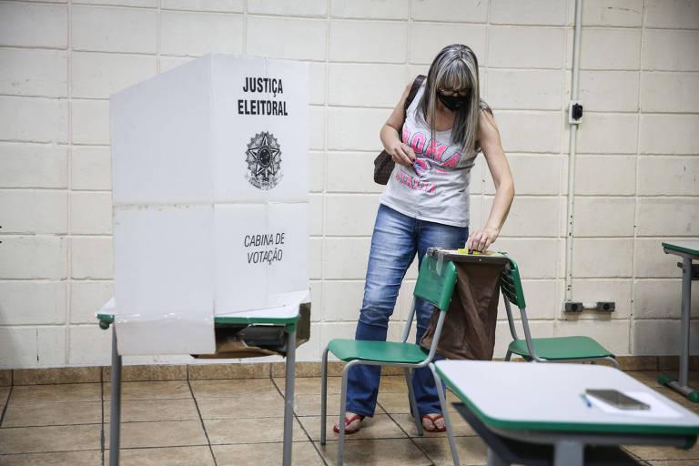 Votação em cédula de papel em São Paulo