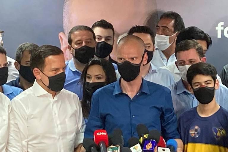 Bruno Covas e mebros do PSDB paulista durante o discurso da vitória após a conquista da prefeitura de São Paulo