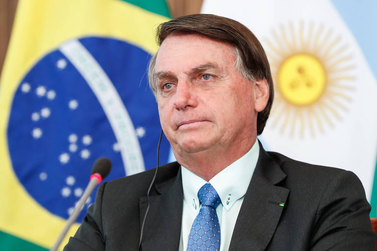 O presidente Jair Bolsonaro durante videoconferência com Alberto Fernández
