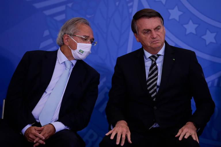 O ministro da Economia, Paulo Guedes, e o presidente Jair Bolsonaro durante cerimônia de lançamento dos programas Codex e Super BR, no Palácio do Planalto, em Brasília