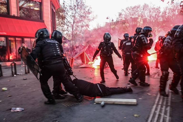 Veja imagens dos protestos contra Lei de Segurança Global em Paris