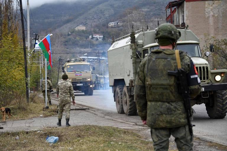 Veículos militares do Azerbaijão entram em Lachin, capital do distrito homônimo desocupado pelos armênios