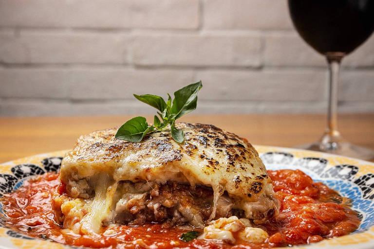 Lasanha do novo Mio Pasta & Pizza tem molho de carne, mozarela, presunto e tomate