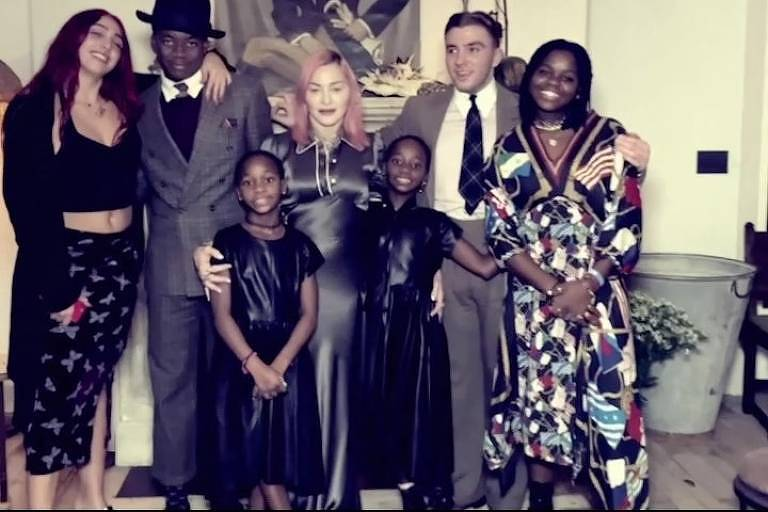 Madonna e os filhos