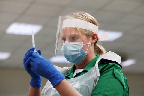 Regras da Anvisa para uso emergencial de vacina contra Covid-19 excluem venda na rede privada