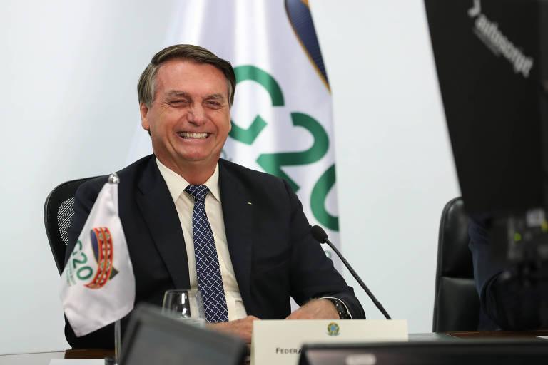 O presidente da República, Jair Bolsonaro, sorri durante videoconferência da Cúpula do G20