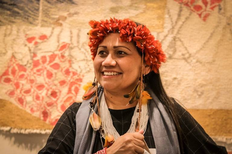 Nara Baré, do povo Baré, primeira mulher a assumir a liderança da Coordenação das Organizações Indígenas da Amazônia Brasileira (Coiab)