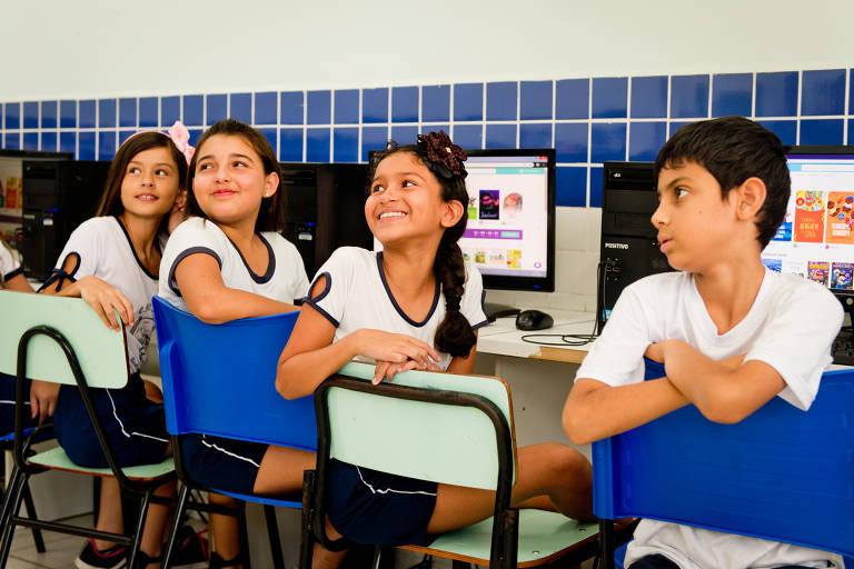 Árvore oferece catálogo de livros digitais para alunos da rede pública. Já foram mais de 3.000 escolas atendidas e 1 milhão de alunos impactados