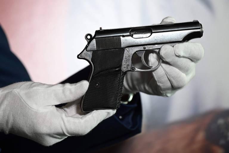 """Pistola semiautomática Walther PP usada por Sean Connery em """"Dr. No"""" de Cortesia de Julien's Auction"""