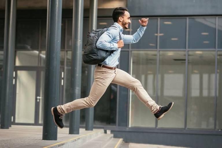 É importante considerar os efeitos sobre o bem-estar do funcionário e o equilíbrio entre vida profissional e pessoal