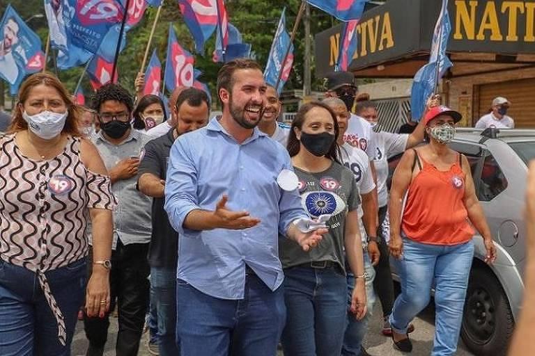Kayo Amado (Podemos), prefeito eleito de São Vicente (SP), durante a campanha