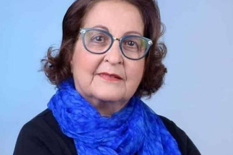 Izalda Maria Barros Boccacio, de braços cruzados